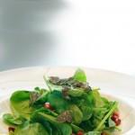 Σπανάκι baby,ρόδι και φρέσκια τρούφα